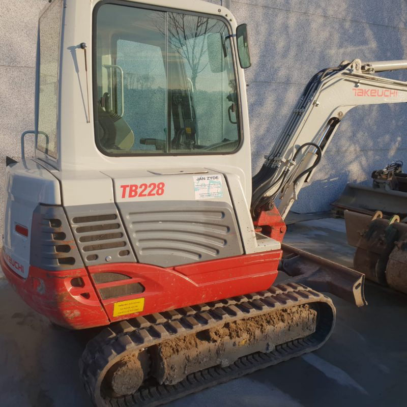 Verhuur Takeuchi tb228, 3000kg breedte 1450mm beschikbaar met breekhamer, grijper en grondboor - Jan Zyde Diksmuide